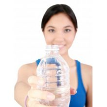 Sí, es cierto: hidratarse bien no es absurdo y dos litros de agua no es mucho